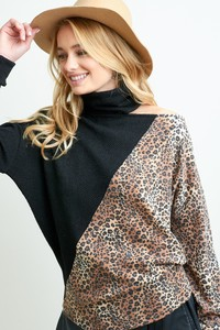 A4849 SOLID LEOPARD TURTLENECK TOP