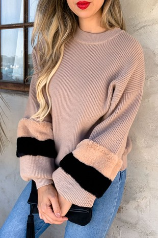 AM11113 (Faux Fur Balloon Sleeve Cozy Sweater)