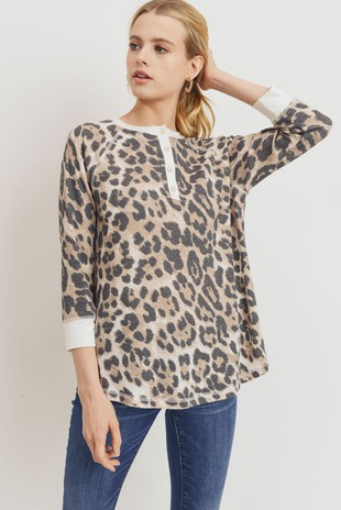 T22148 Leopard Mini Thermal Contrast Henley Top