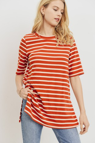T22273 Striped Side Slits Short Sleeves Knit Top