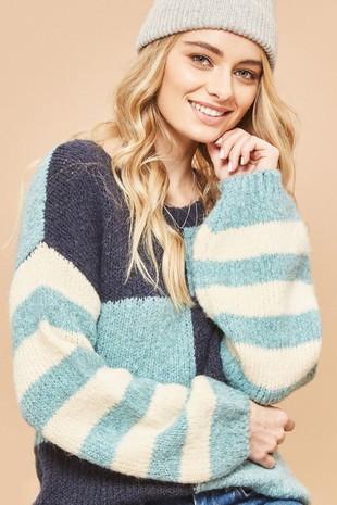 G0087 Textured Striped Chekerboard Sweater .