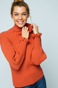 SPL7462-CR RIBBED KNIT RUFFLED TURTLENECK SWEATER