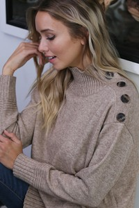 WK2775  BIG BUTTONS ON SHOULDER KNITTED SWEATER